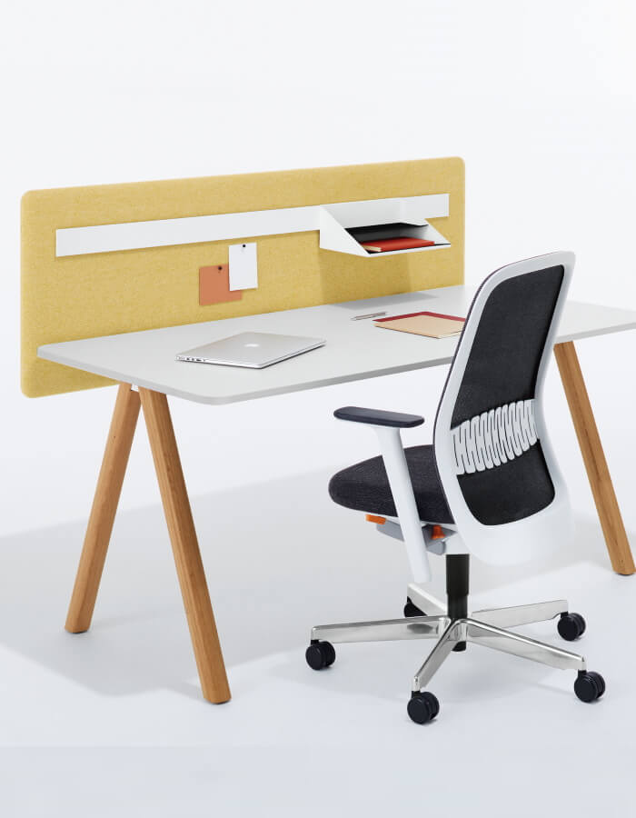Delta by Bene uredski stol s drvenim nogama