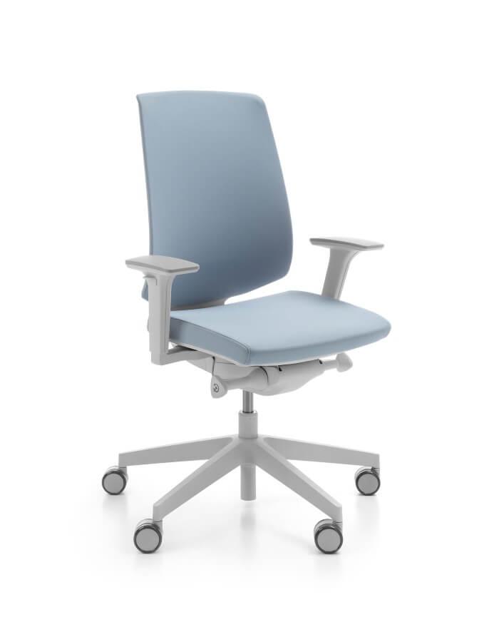 prikaz LightUp ergonomske uredske stolice u svijetloplavoj boji