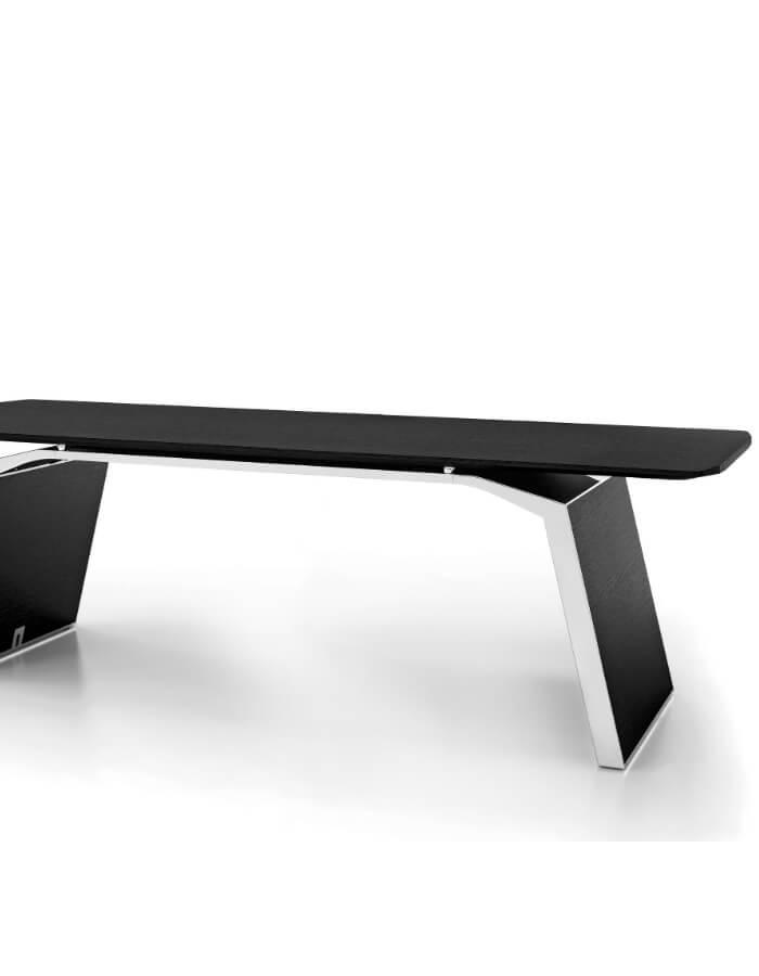 Metar radni stol s drvenim nogama