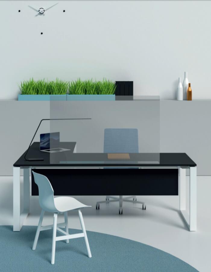 Flexisamostalna pleksiglas pregrada na radnom stolu